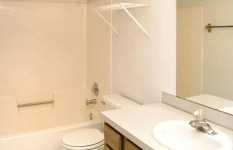 760 Mount Curve Apt. - Bathroom 6