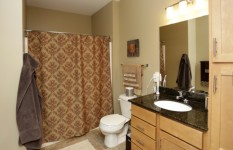 Lyndale Plaza - Bathroom