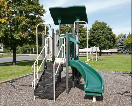 Park Ave. Apt - Playground